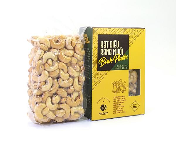 Hạt điều không vỏ lụa mua tại Hạt Ngon Shop, được đóng gói đẹp và bắt mắt. Vậy, hạt điều giá bao nhiêu?